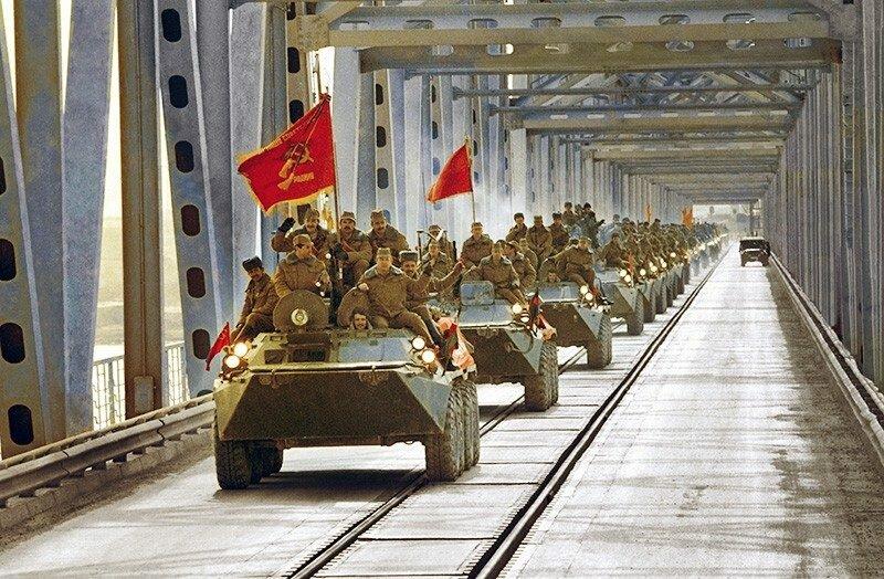 Букетами цветов, открытки день воина интернационалиста в россии