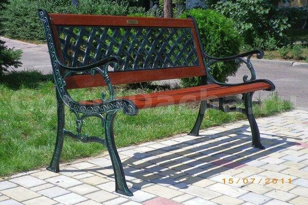 коллекция садовые скамейки из чугуна и красного дерева
