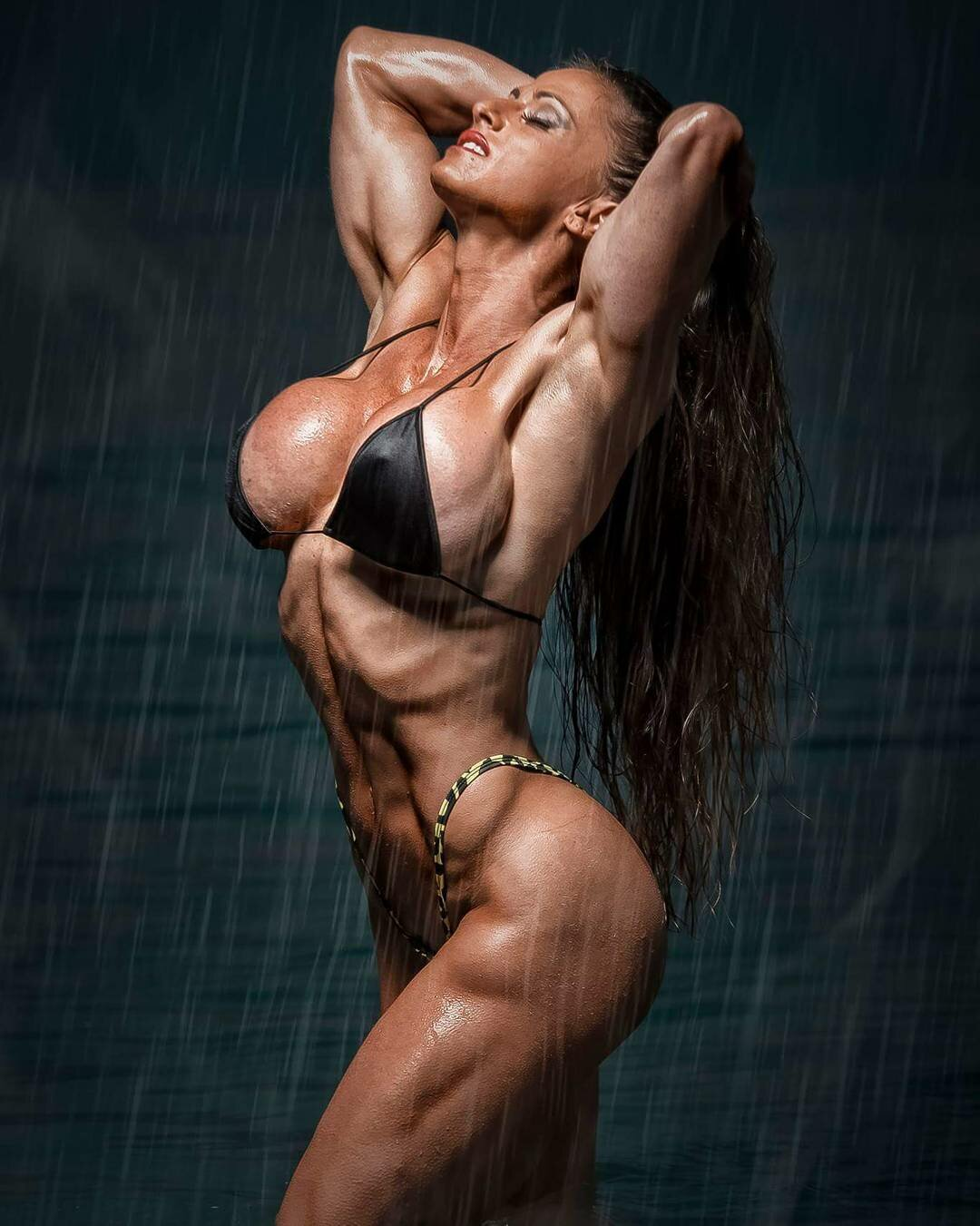muscular-girls-boobs-dance