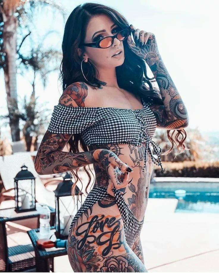 latinochki-s-tatuirovkami-porno-krasivih-telok-dvoynoe-proniknovenie