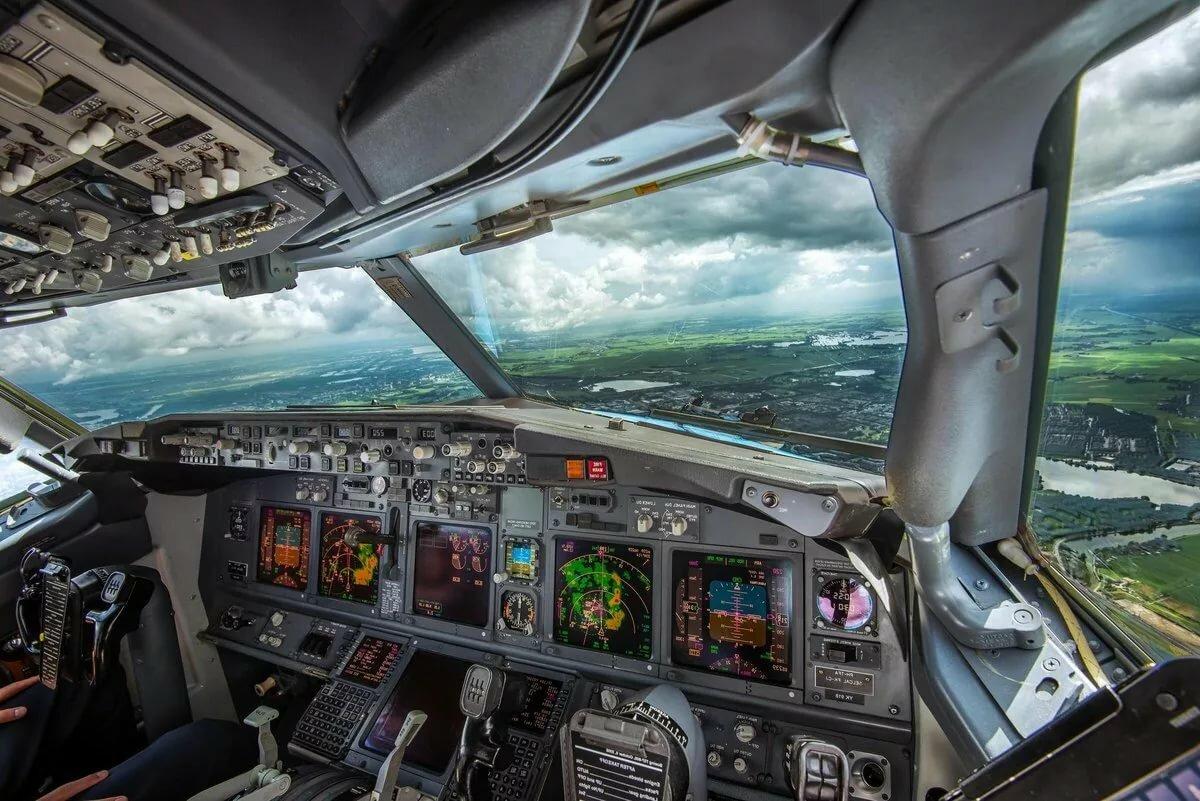 фото в кабине пилота самолета играю, так ныряю