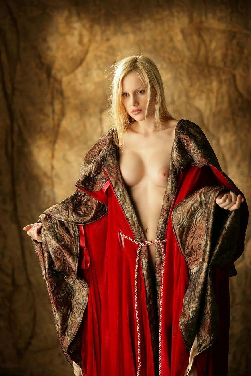 эротика в средневековом стиле фото же, честно