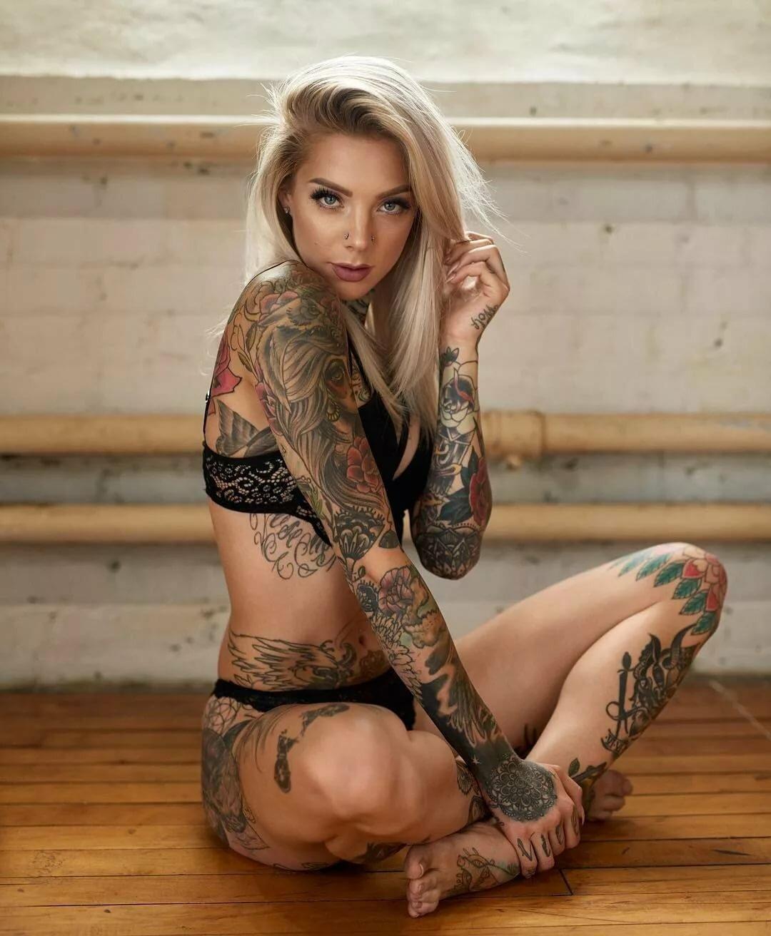 подборка сексуальных девушек с татуировками