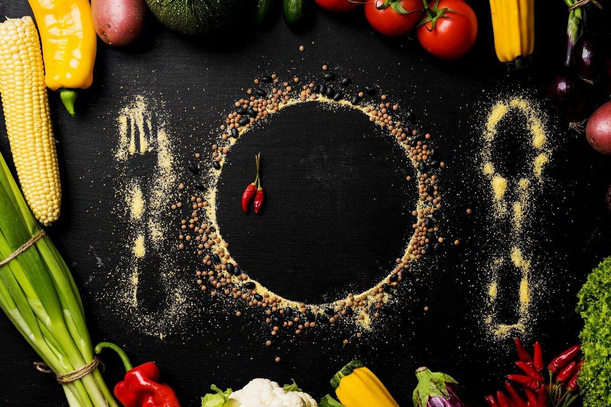 красивая картинка еды на черном фоне монетами рима