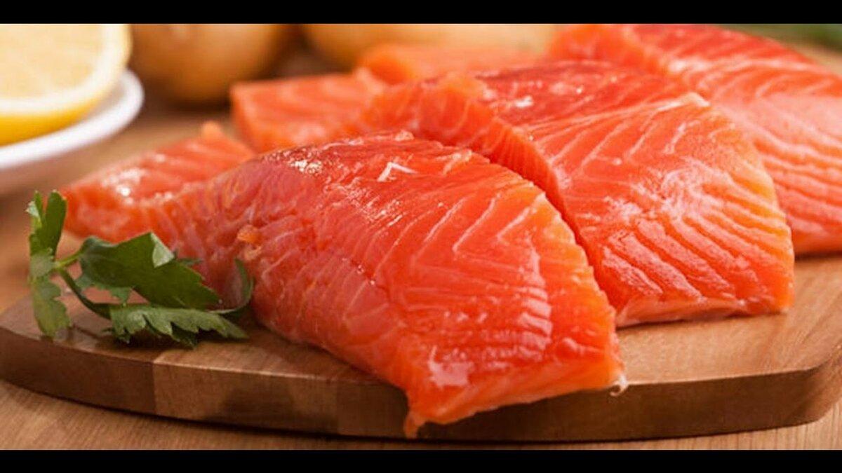 фото красной рыбы на столе праздники