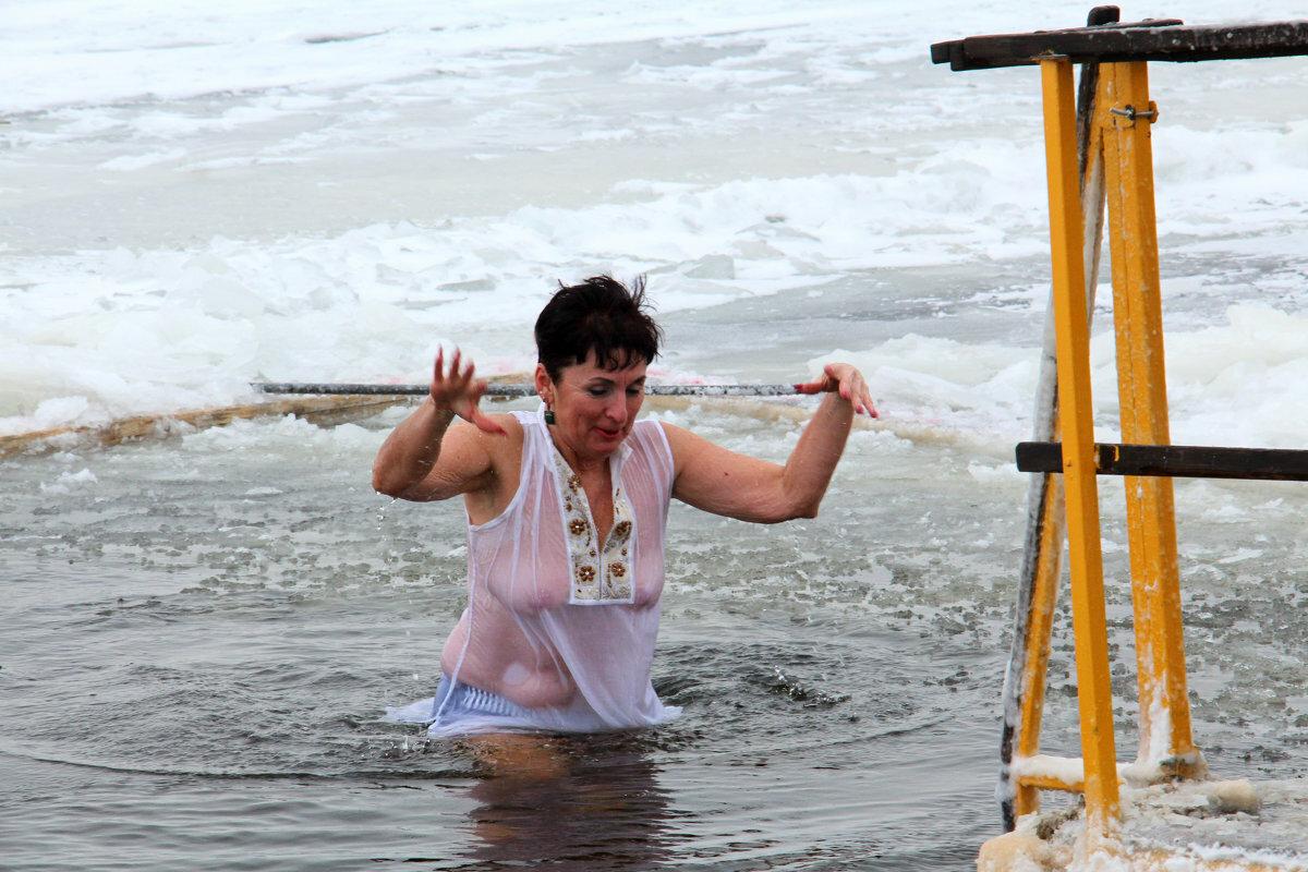 Тетки переодеваются после купания — img 8