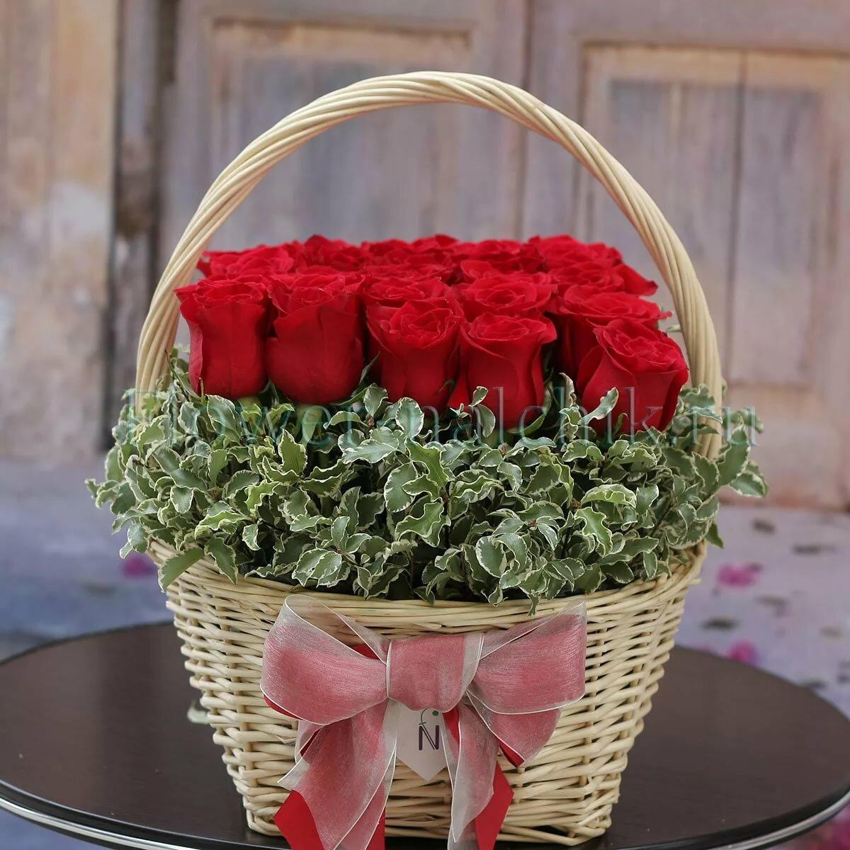 вечно фото красивых букетов роз в корзинах имею честь уведомить