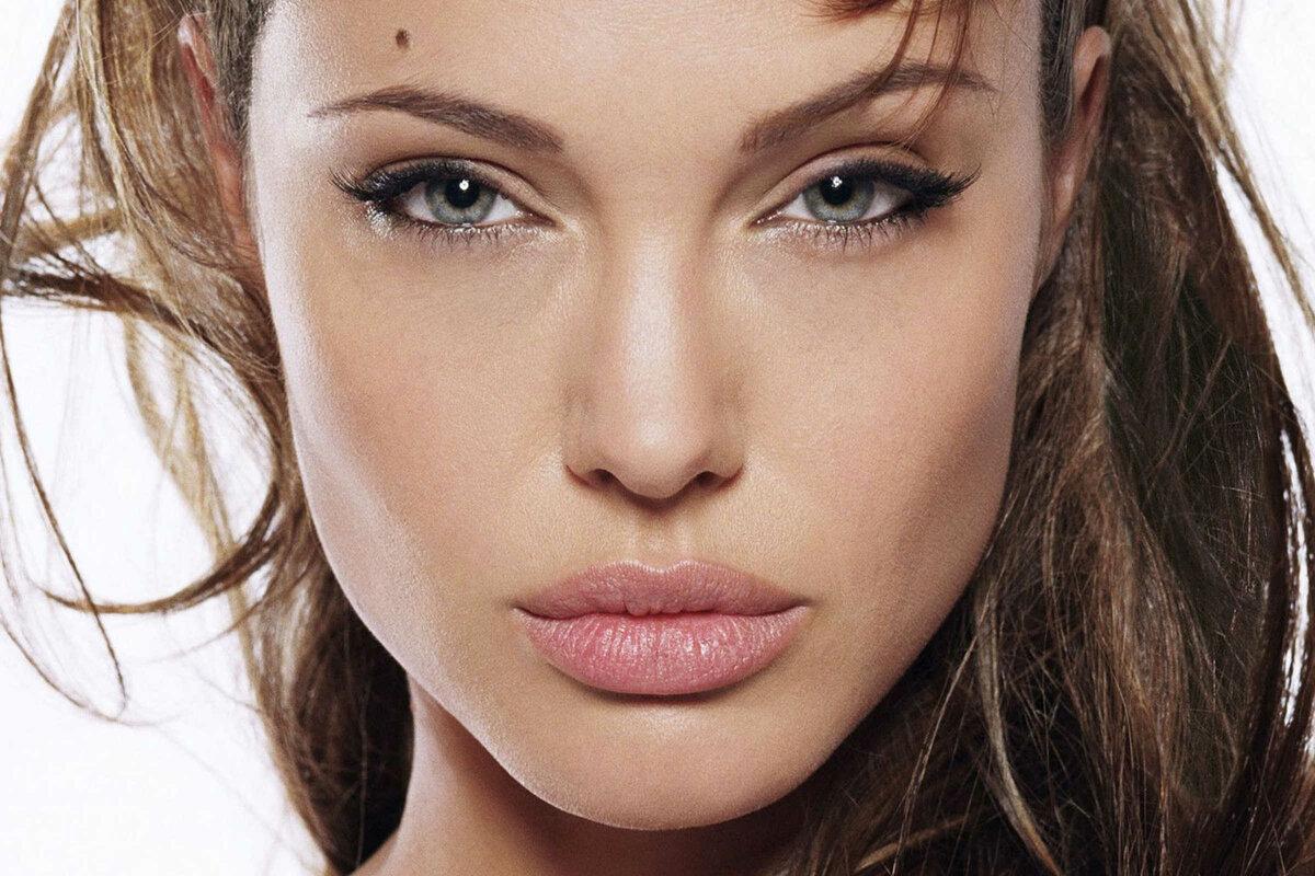 нас есть девушка с пухлыми губами можно осуществить