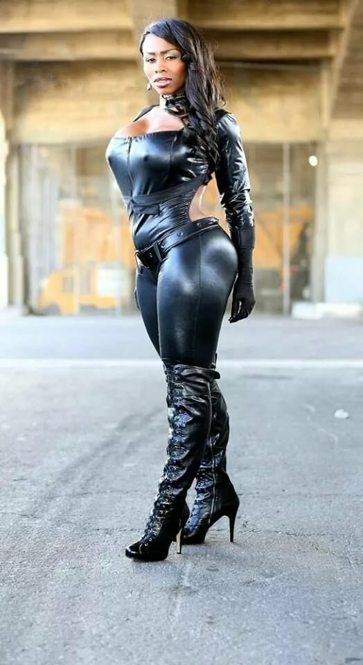 brazilian-black-leather-girls