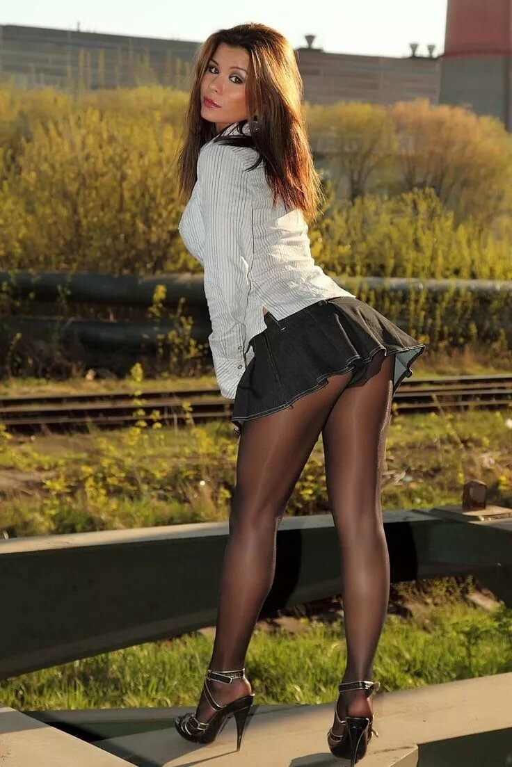Girls short skirt pantyhose evangelista shemale