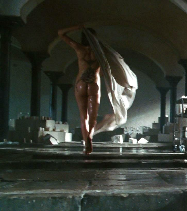 angelina-jolie-naked-pictures-in-wanted