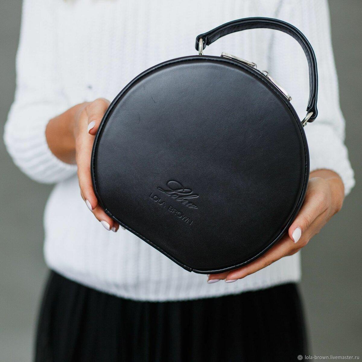 e262a36c932e ... Круглая каркасная сумка MISS COCO черного цвета - купить или заказать в  интернет-магазине на