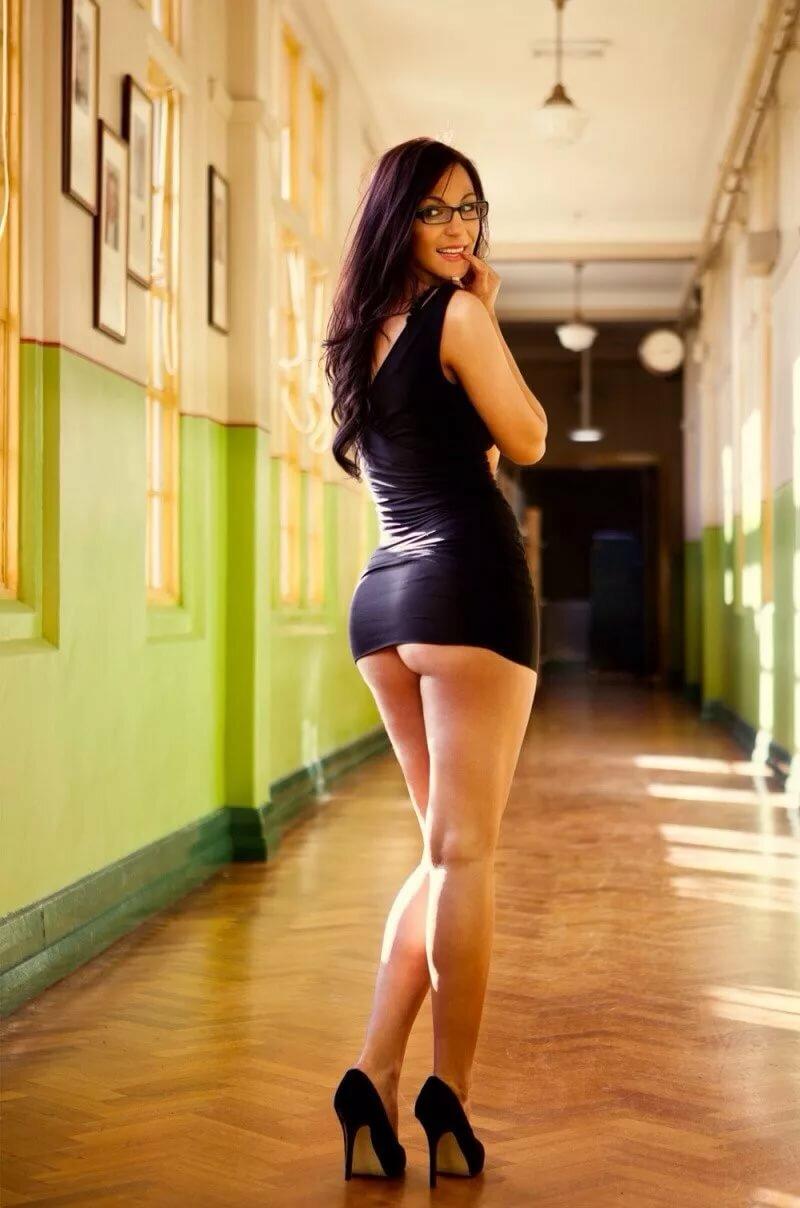 простой эротические фото девушек в обтягивающих юбках поерзала, давая булочкам