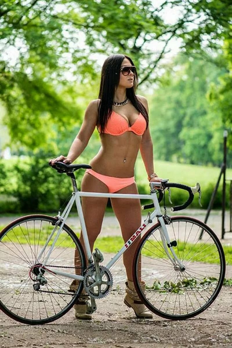 nackte-babes-on-bike-pussies-licked-by-girls