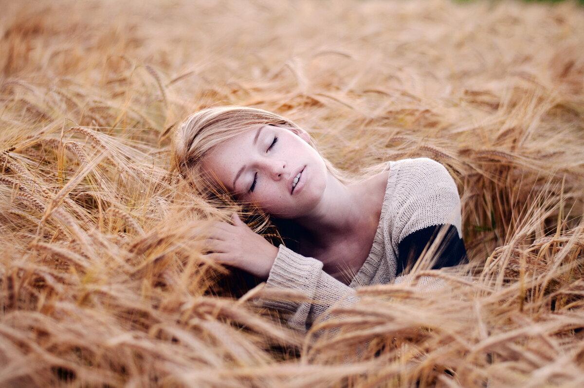 попытаемся развеять идеи для фотосессии в поле пшеницы три