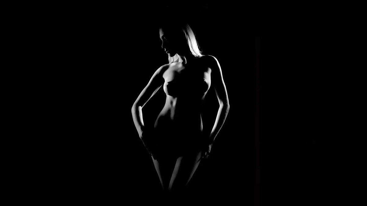 Цветная эротика на черном фоне голые