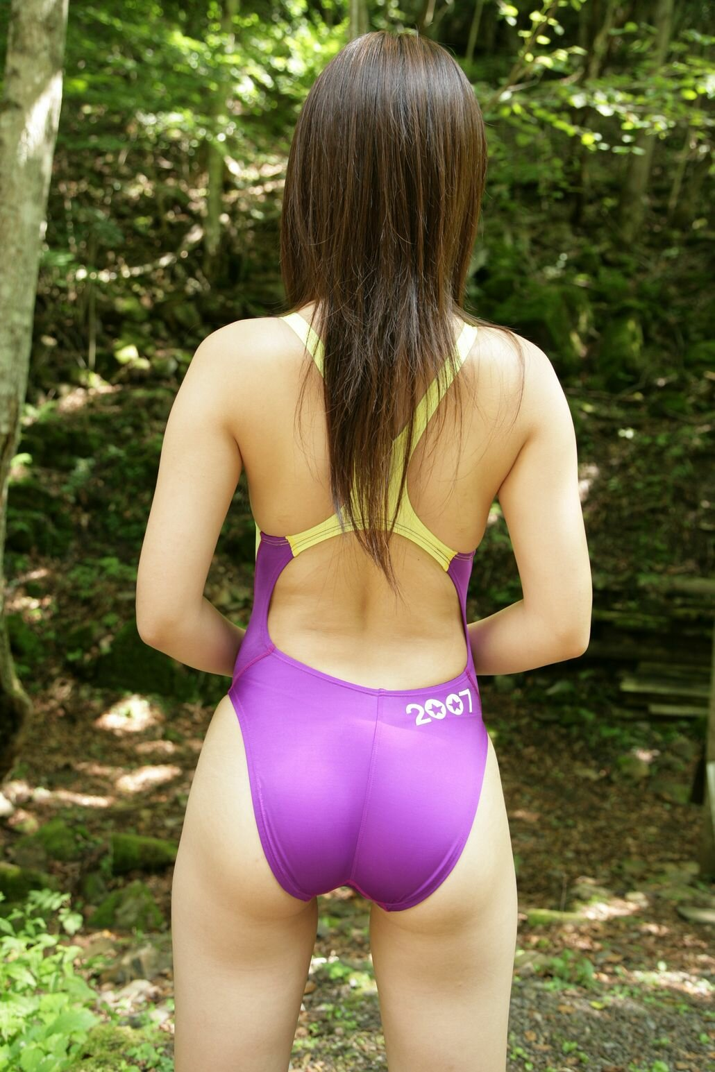 Teen girls butts in leotards 15