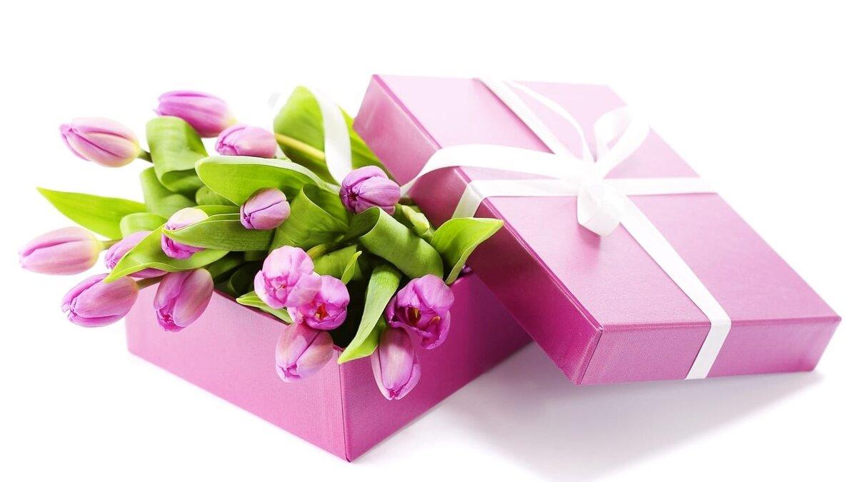 С 8 марта картинки с цветами в коробке
