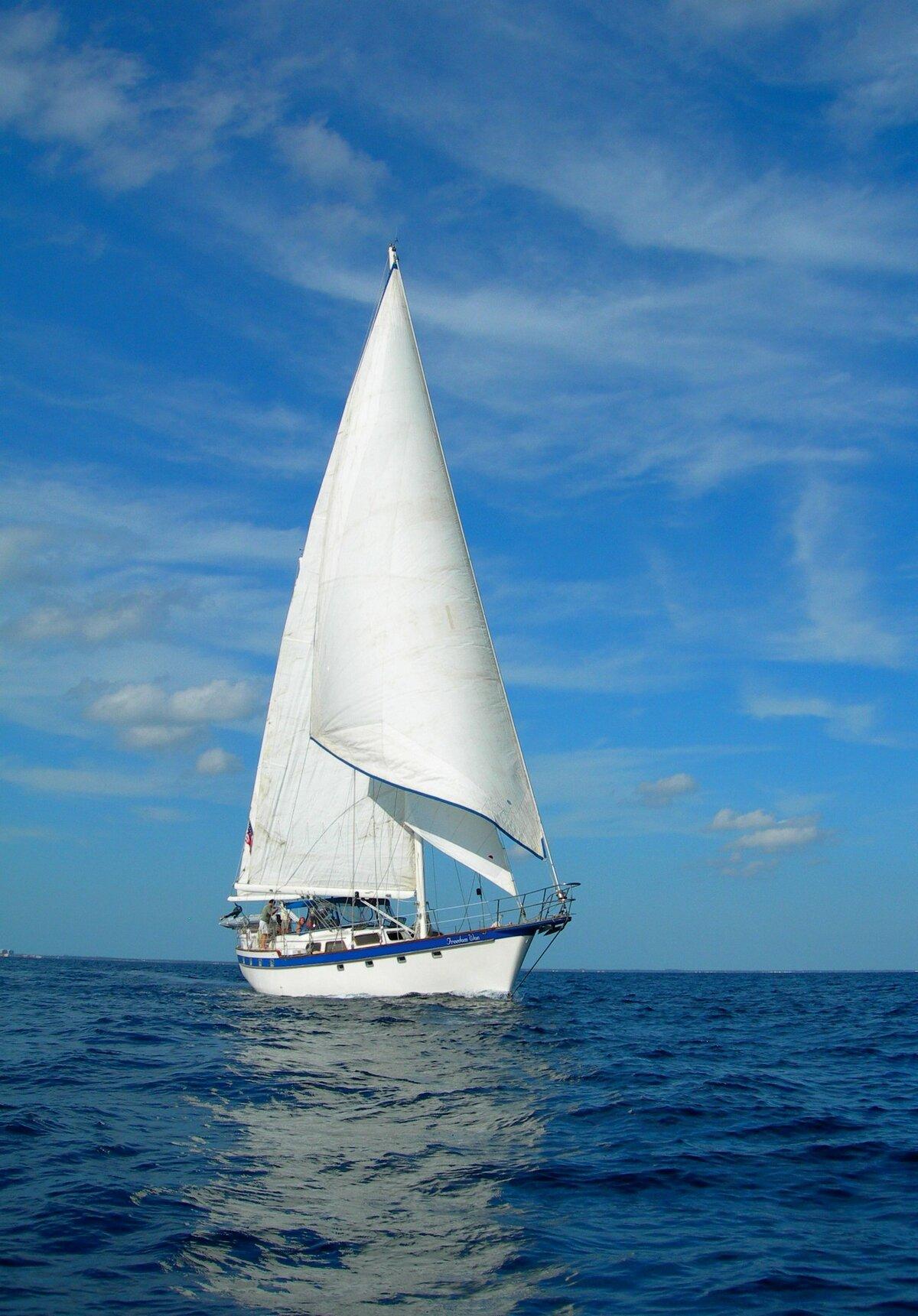 Красивыми, открытка с яхтой и парусом