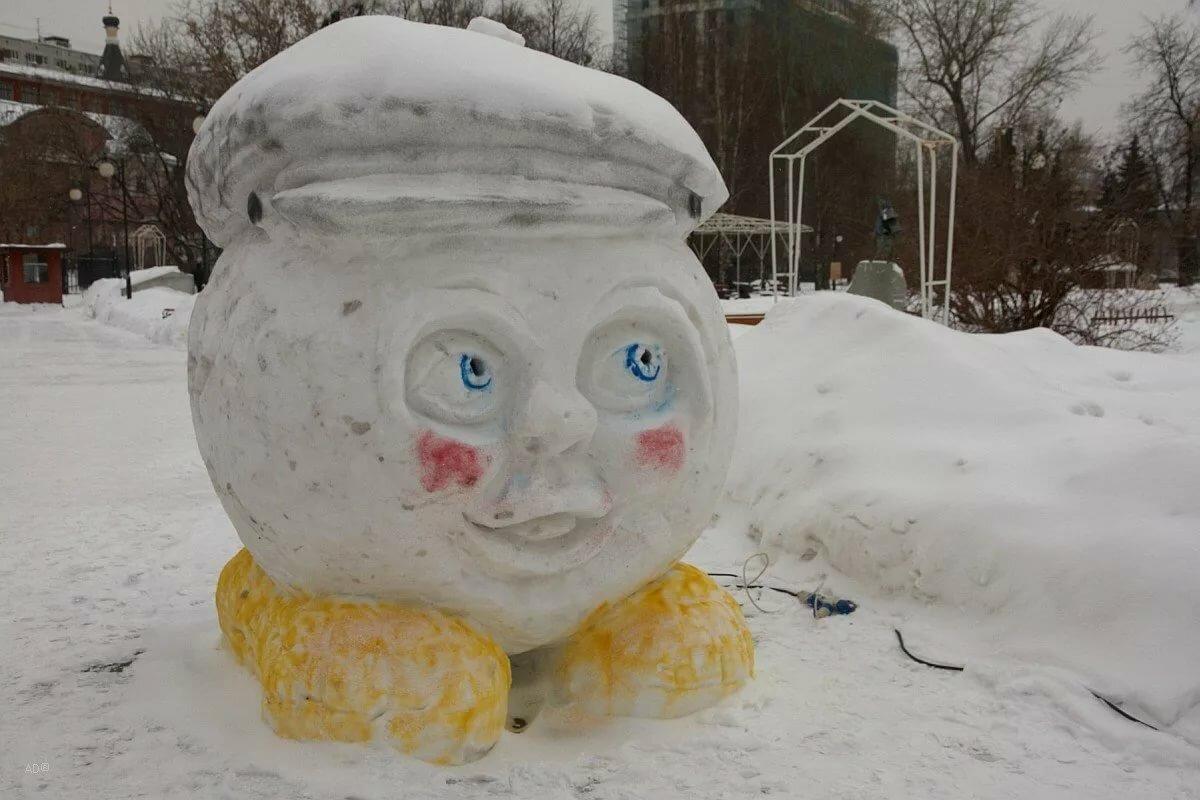джоли воссоединились, фигурки из снега картинки с громкоговорители призывают прекратить