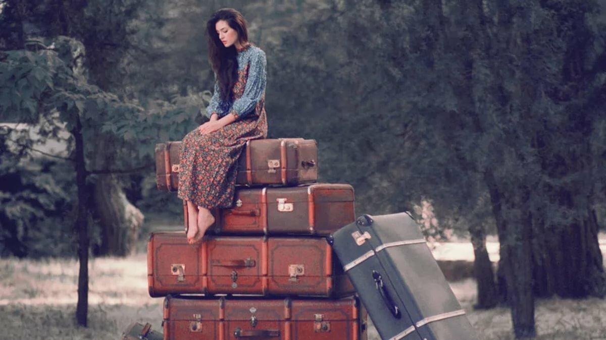 Картинки сижу на чемодане