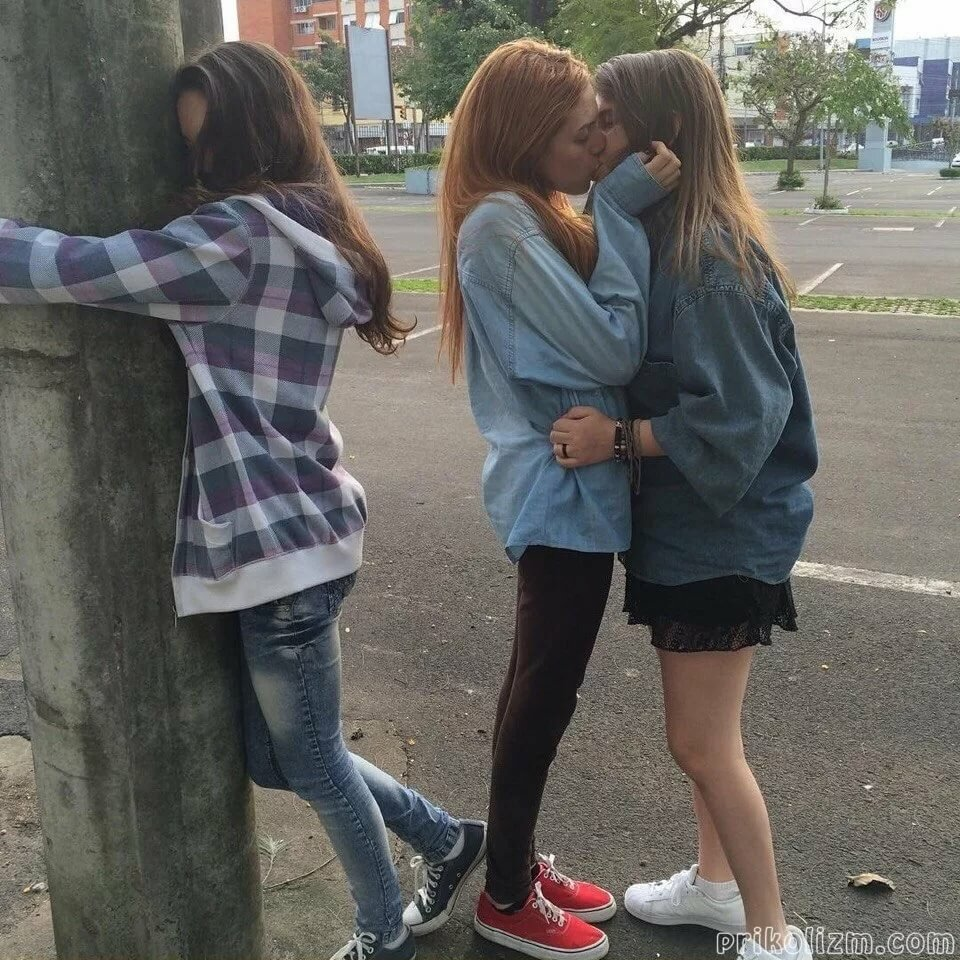 Девушки целуются картинки или фото, проститутка лена парикмахер екатеринбург