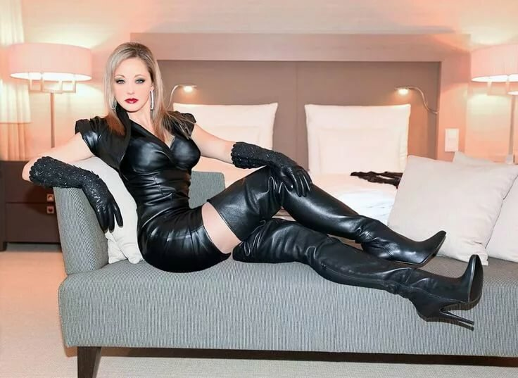 Boots shemale porn pics