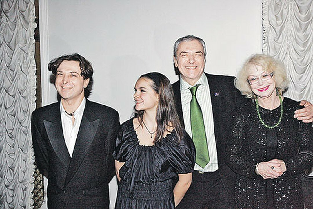 Фото семья александра лазарева