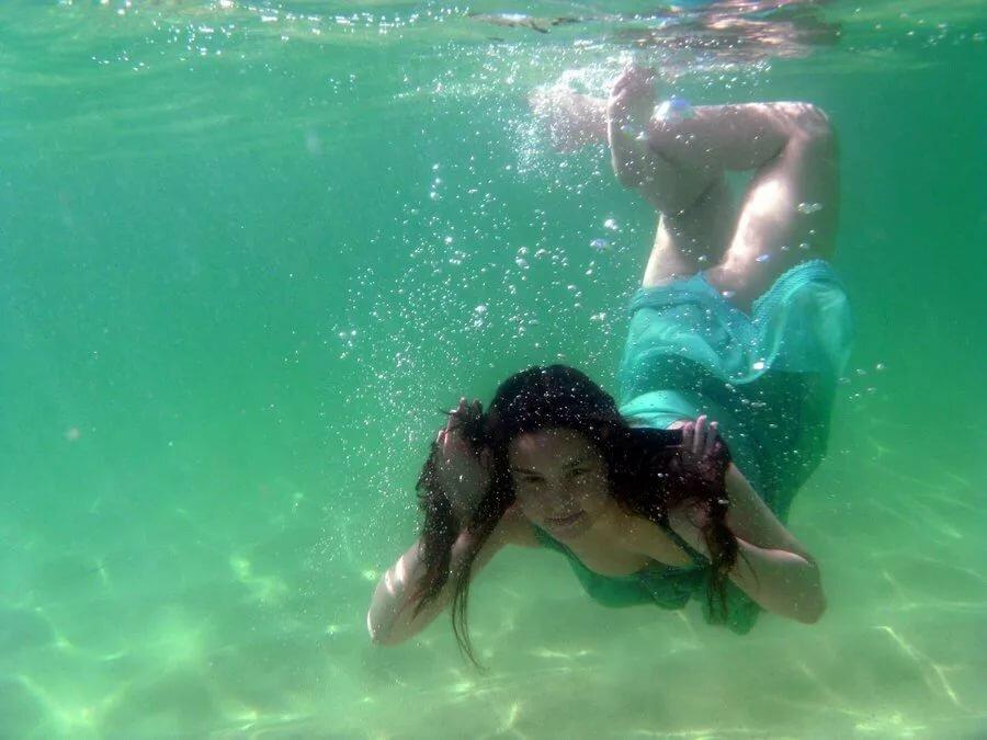 Девушки каре под водой видео