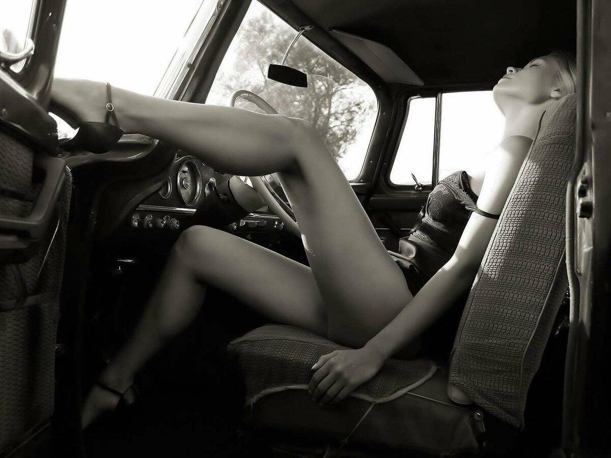 Машина для самого жесткого и откровенного секса на фото