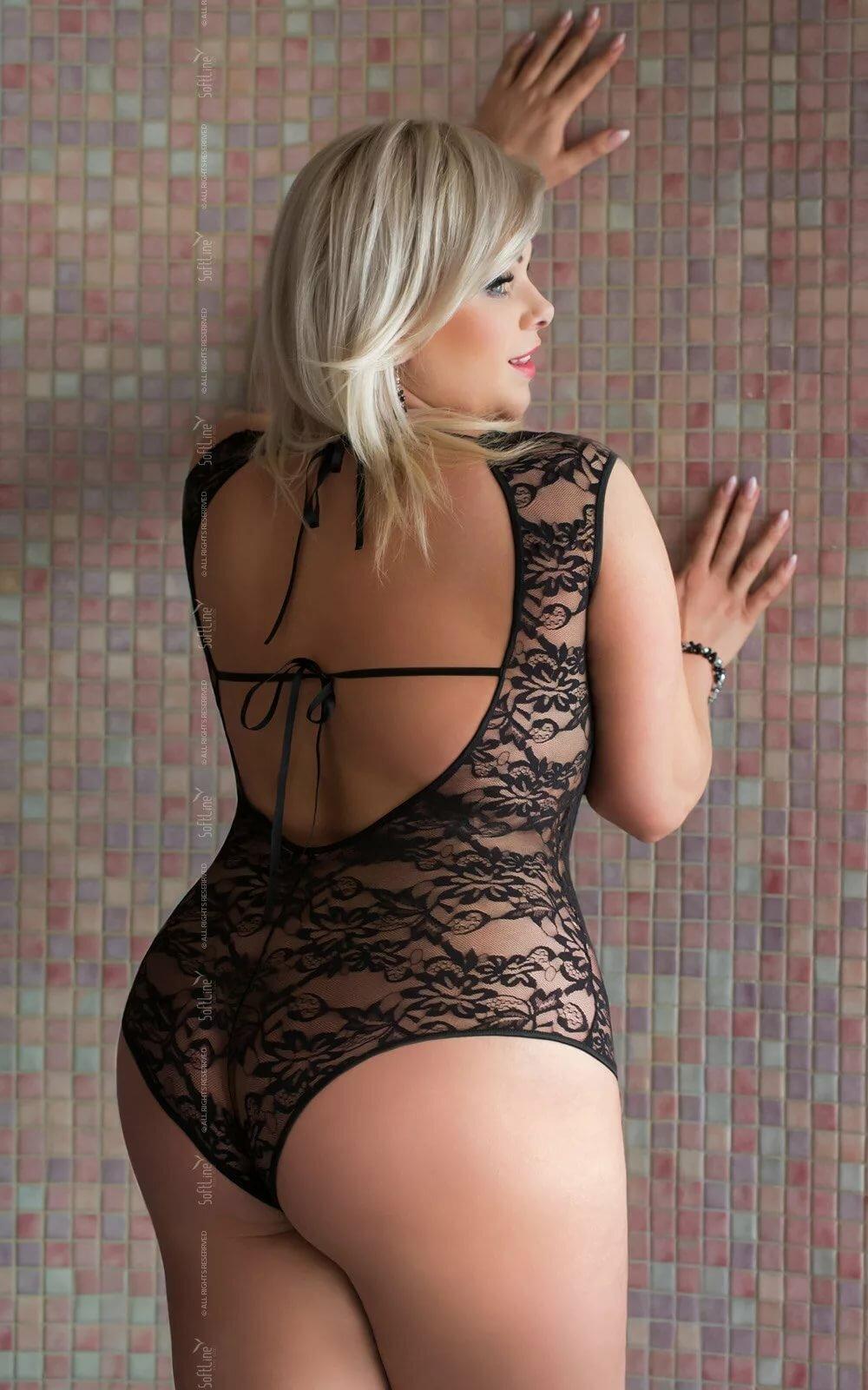Блондинки с красивыми попами в прозрачном платье