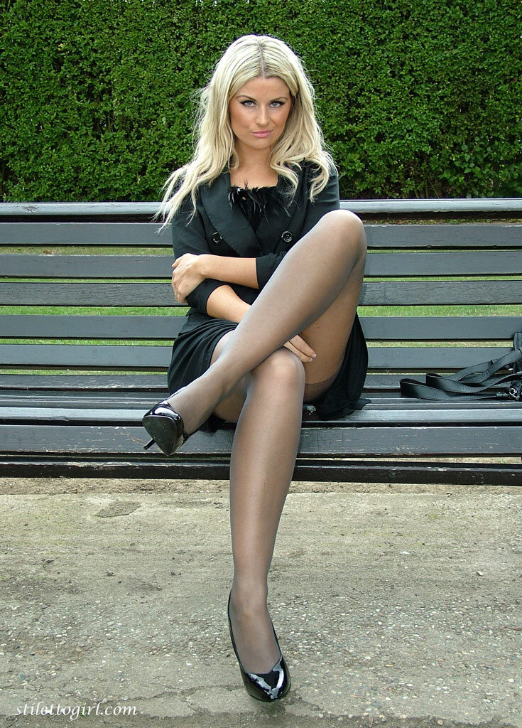 Фото баб в юбках сидячих чулках — img 9