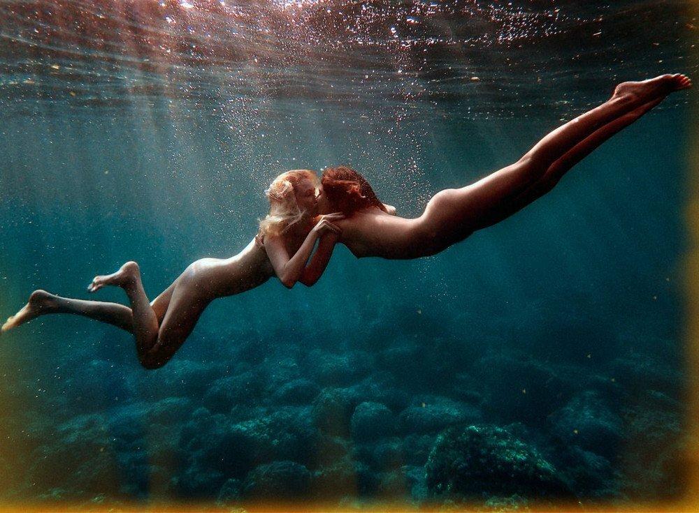 Плавание под водой ню