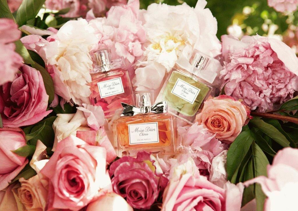 Днем рождения, картинки с парфюмерией в одном цвете