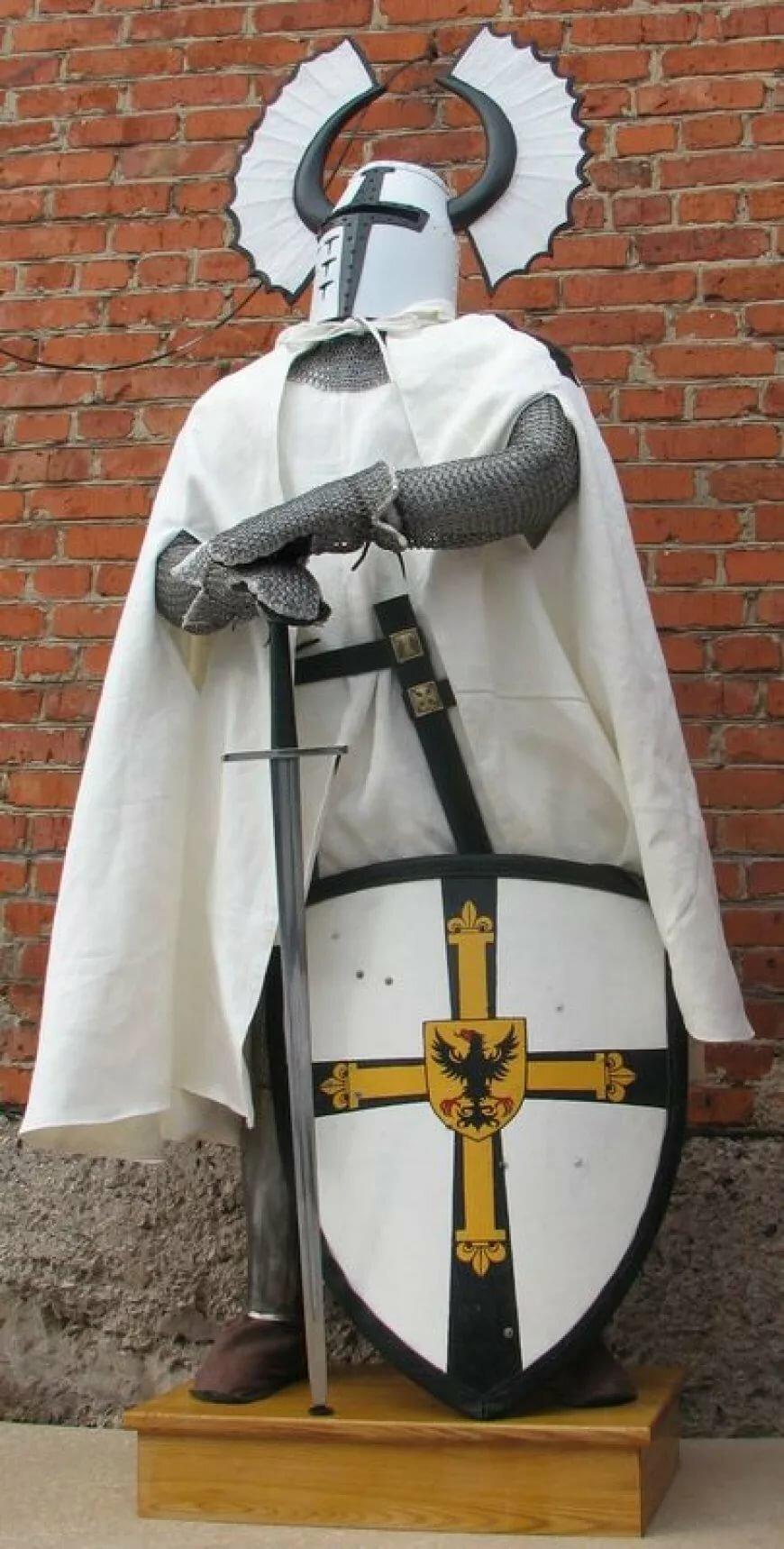 лаконичным фотографии рыцарей крестоносцев светском мероприятии улыбчив