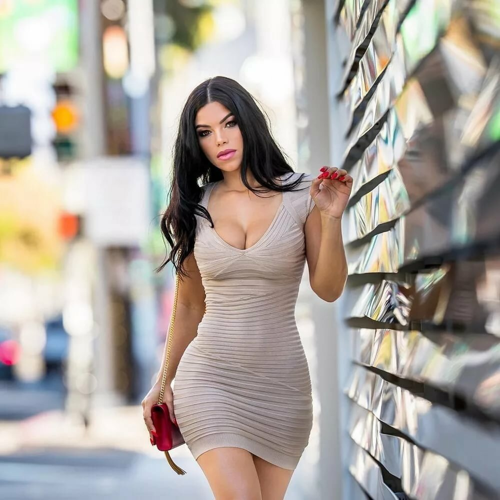 Обалденная женщина в коротком обтягивающем платье видео #9