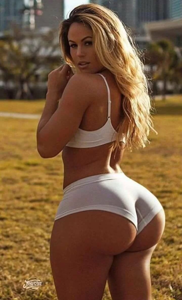 big-butt-girl-blonde-white