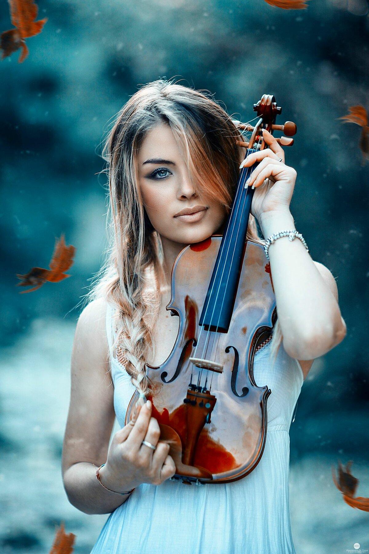 Картинка скрипка и девушка