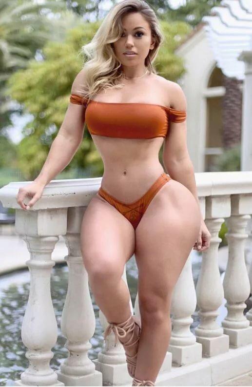 девушки с осиной талией и большой задницей трахается либо нравятся
