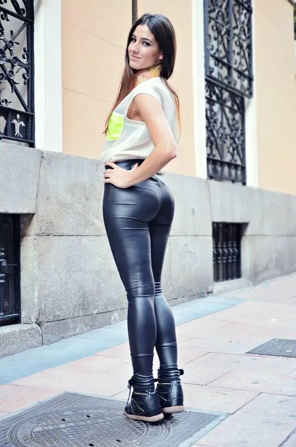 Sexy leather legging babes — pic 9