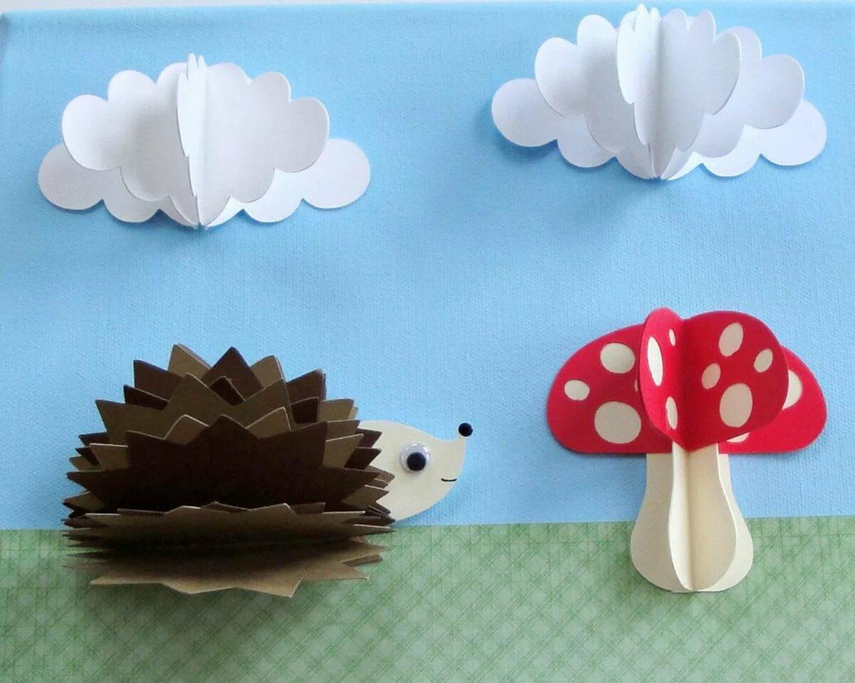 гриб из цветной бумаги представляет собой