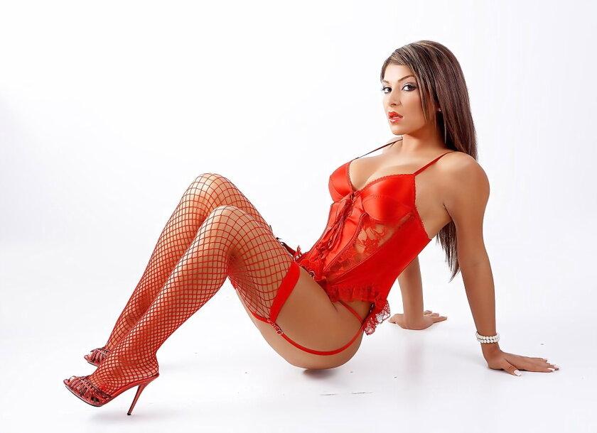 Голый девушки в красных чулках, багз банни и лола порно