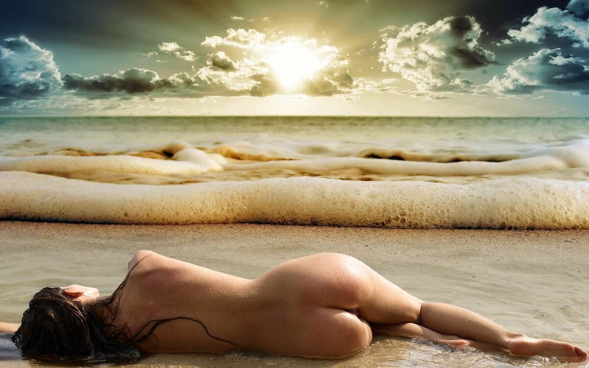 naked-nude-image-of-beach-girl-girl