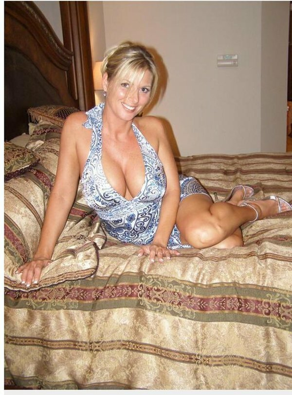 Горячее мамочка зрелая голая изврат вечеринка смотрите