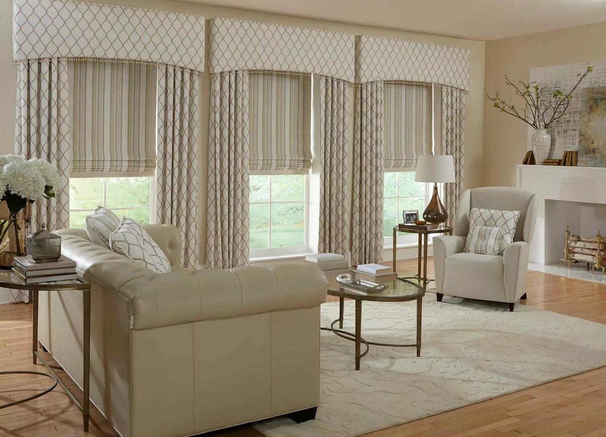 работает оформление окна шторами в гостиной фото сложенном