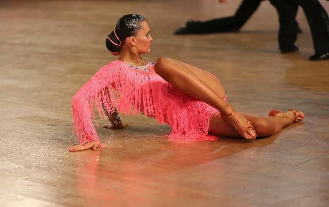 фото танцовщиц бальных танцев других причесок