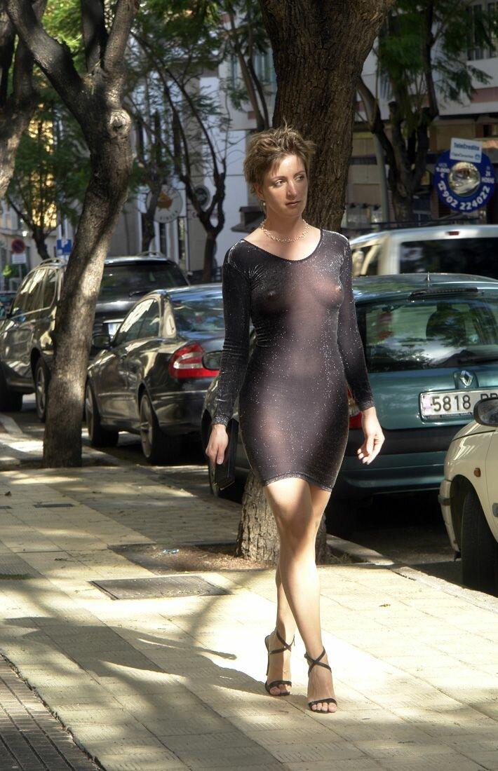 Тетя в прозрачной юбке фото, порно подборки в жопу