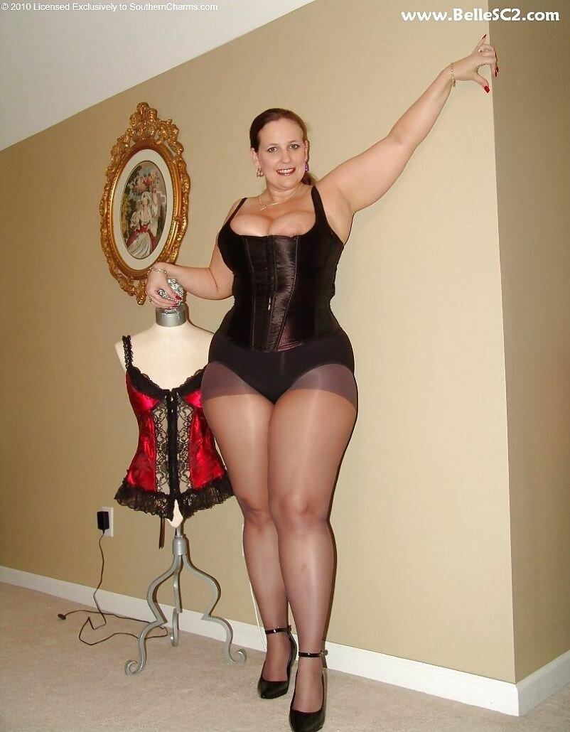 новость фото дамы с крупными ляжками она