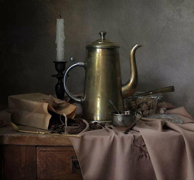 Натюрморт со старинными посудой фото