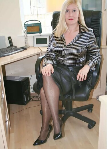 фото секретарш зрелого возраста - 3